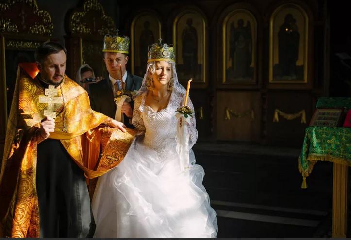Как происходит таинство венчания супругов в церкви
