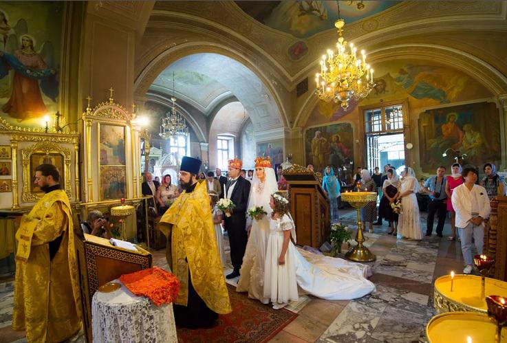 Венчание в церкви в России.