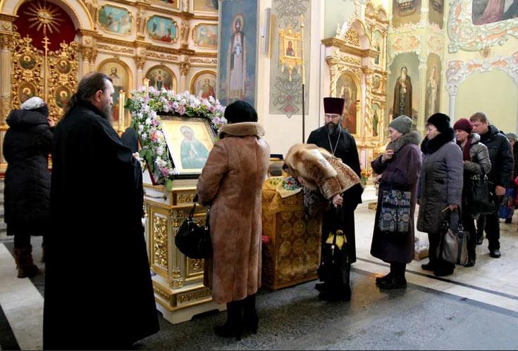 Как правильно обращаться к мощам Матроны Московской